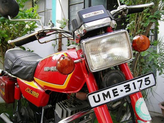 Suzuki AX 100 Farola