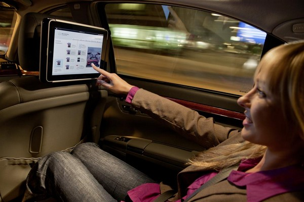 Mercedes-Benz announces in-car iPad integration