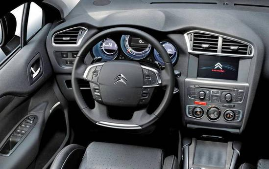 Citroën C4 interior timon
