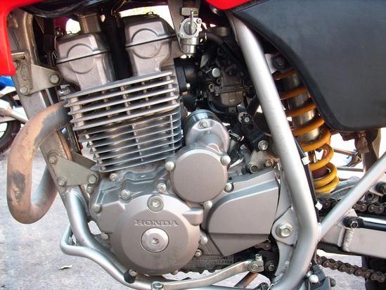 Honda XR vista motor izquierda