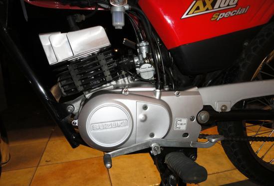 Suzuki AX 100 motor