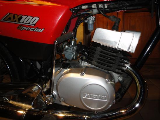 Suzuki AX 100 motor 2
