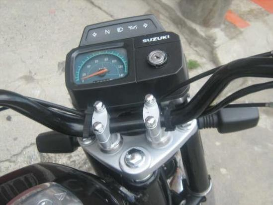 Suzuki AX 100 vista general del panel