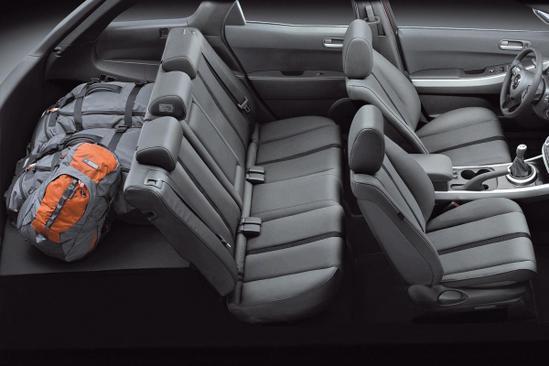 Mazda CX-7 interior vista completa