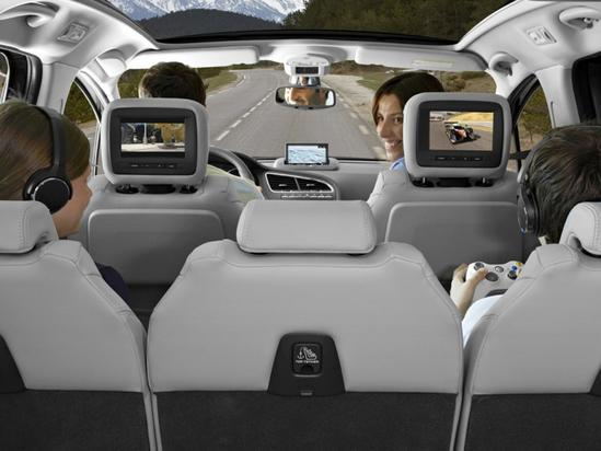 peugeot crossover 3008 admira su comodo interior