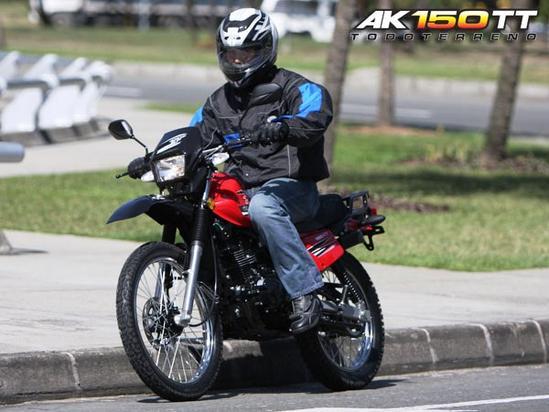 AKT 150 TT en marcha
