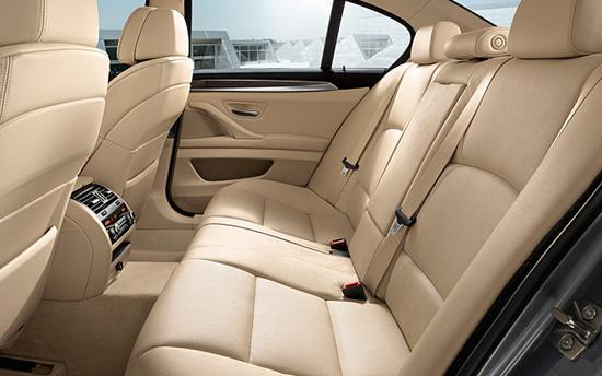 BMW Serie 5 trasero interior