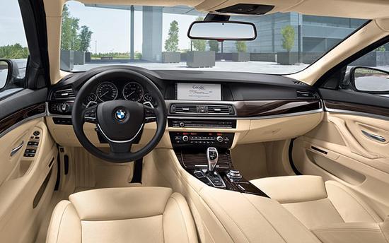 BMW Serie 5 interior panel