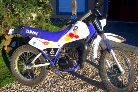 Yamaha DT 125 vista de perfil