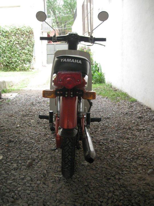 Yamaha V80 vista trasera
