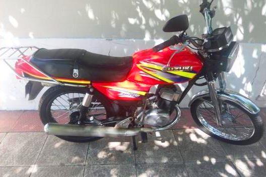 Suzuki AX 115 vista lateral