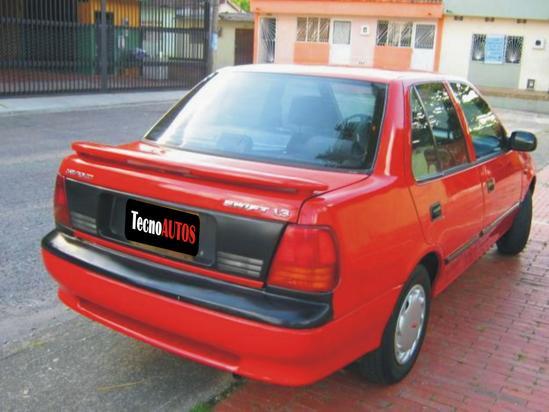 Chevrolet Swift Vista trasera / rojo