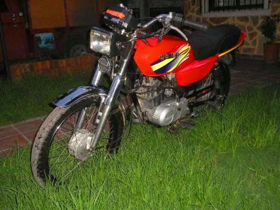 Suzuki AX 115 frente