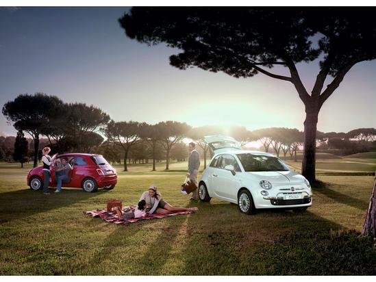 FIAT 500 su carrocería es Hatchback tres puertas.