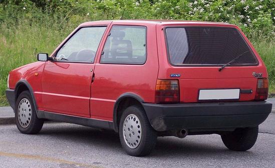 Fiat Uno 3 puertas Vista tres cuartos trasera