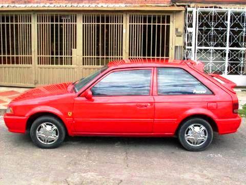 Mazda 323 Coupé rojo