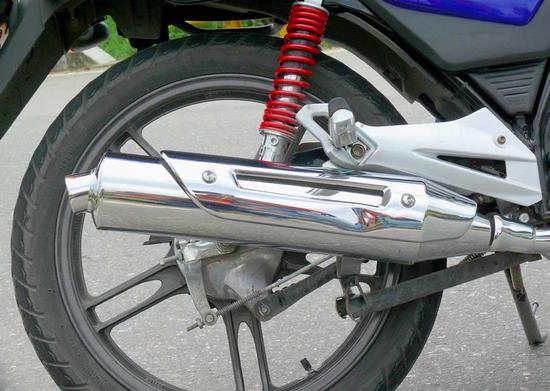 Suzuki GSX 150 detalle exosto
