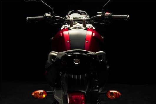 Yamaha Fazer 16 Vista trasera
