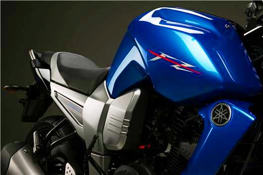 Yamaha Fazer 16 detalle tanque