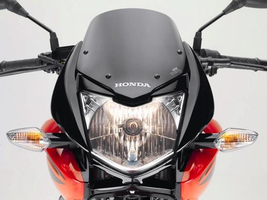 Honda CBF 125 Farola encendida