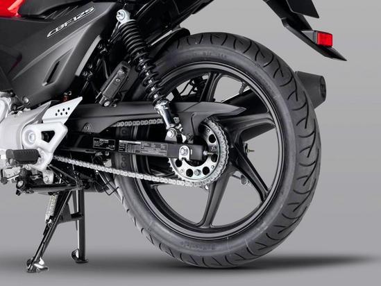 Honda CBF 125 Las robustas ruedas de aleación de 6 radios