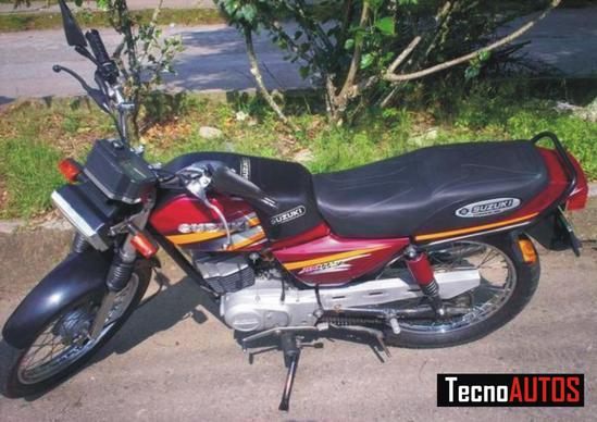 Suzuki AX 115 costado