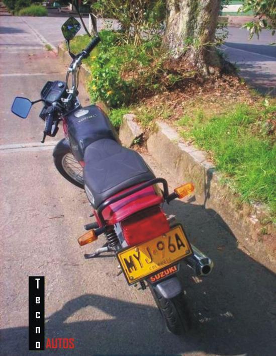 Suzuki AX 115 trasera