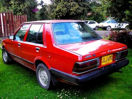 Mazda 323 Rojo vista trasera