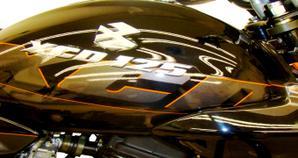 Bajaj XCD 125 Negra