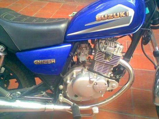 Suzuki GN 125 motor detalle