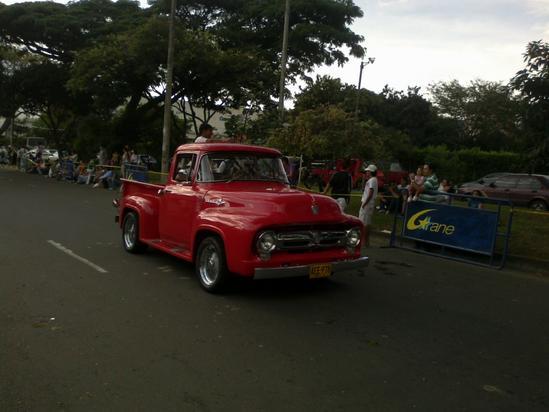Hermosos carro se presentaron en el desfile