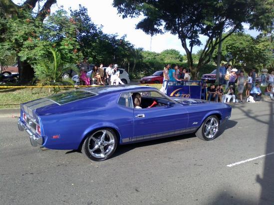Carros de mucho colorido impactaron en su aparicion