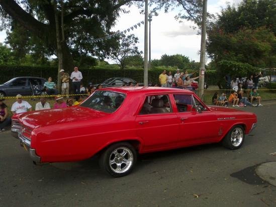 Expectacular fue el desfile de carros antiguos