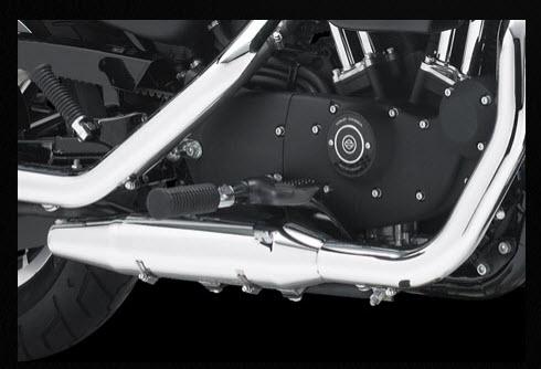 Harley Davidson 883 Roadster 2012, controles montados en el medio