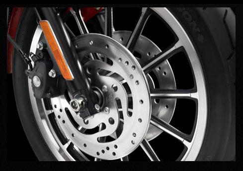 Harley Davidson 883 Roadster 2012, frenos de disco delanteros dobles