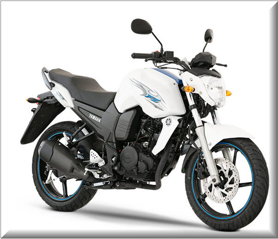 Nueva Yamaha FZ16, color blanco