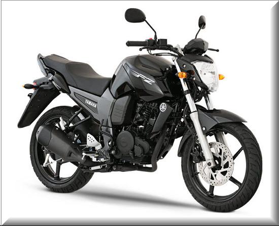 Nueva Yamaha FZ16, color negra