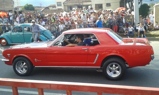 Desfile de carros antiguos feria de Cali 2014