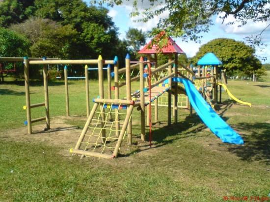 algunas referencias de parques infantiles de madera y metlicos