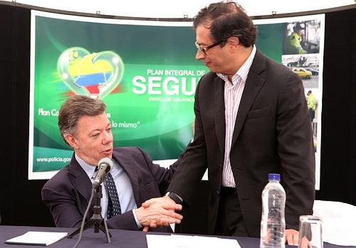 Se queda o se va: Gustavo Petro se aleja de la alcaldía de Bogota