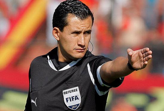 arbitro que va al mundial de brasil Enrique Osses (Chile)