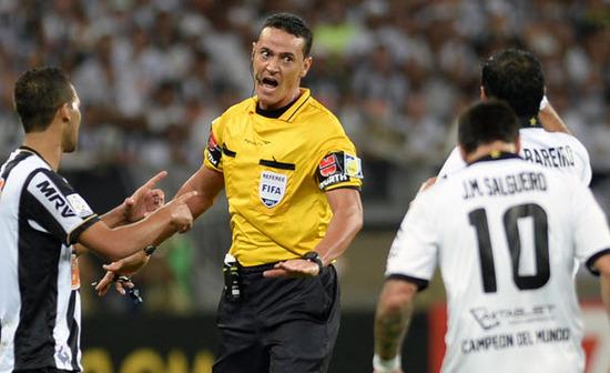 arbitro que va al mundial  Wilmar Roldán (Colombia)