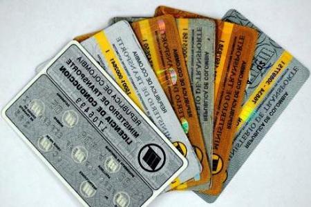 Derecho de petición para la licencia de conducción que no aparece en el runt