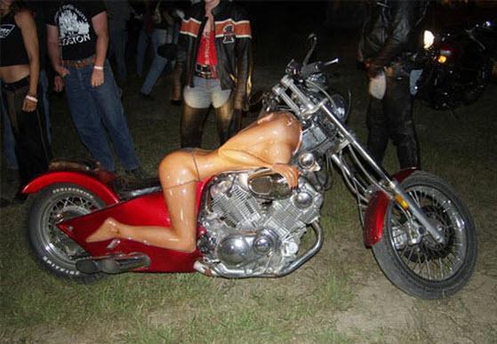 10-motos-raras-en-forma-de-cuerpo-de-mujer