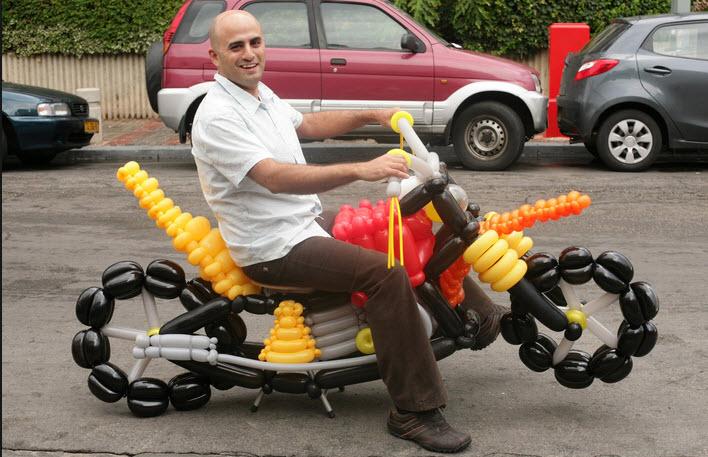motos-hechas-con-globos-super-creativas-3