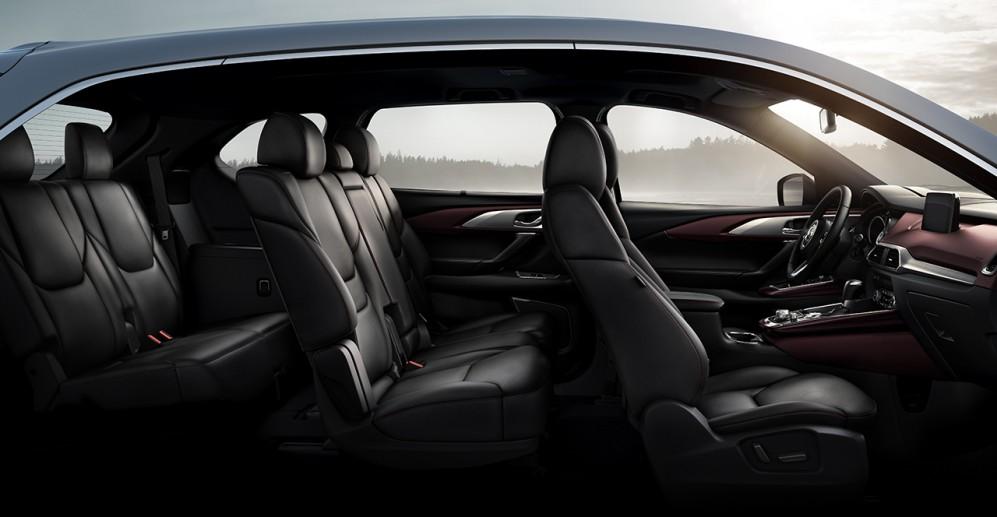 Vista de Mazda CX9 en interior