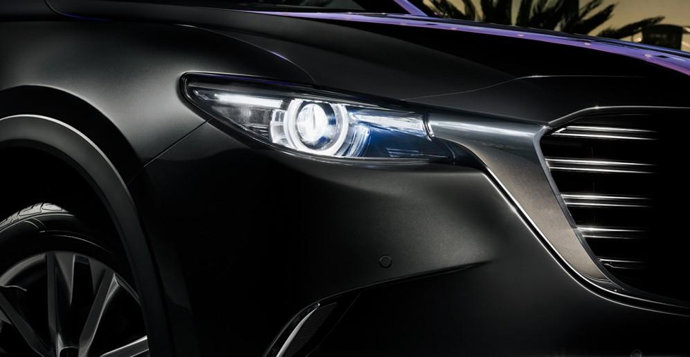 Vista de Mazda CX9 de luces