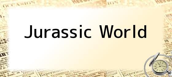 <i>Jurassic World</i>