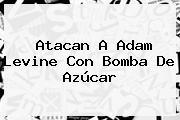 Atacan A <b>Adam Levine</b> Con Bomba De Azúcar