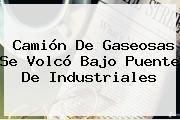 Camión De Gaseosas Se Volcó Bajo Puente De Industriales
